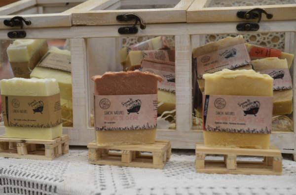 trois savons sur mini palette en bois